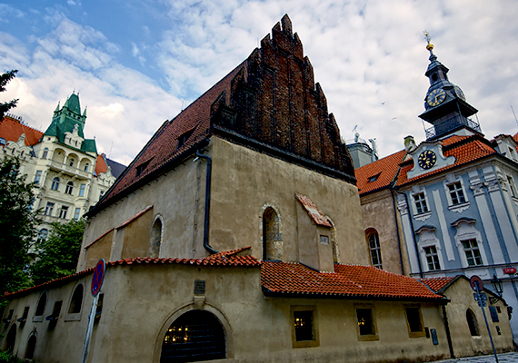 A prágai Altneushul homlokzata