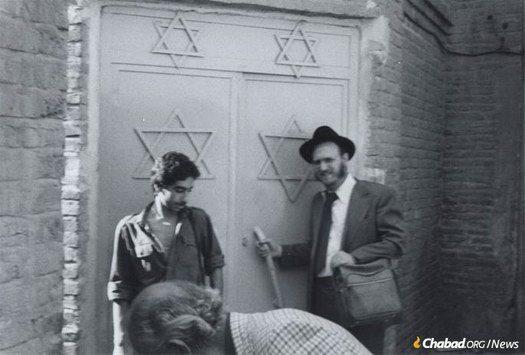 Hogyan menekítette ki a Chábád a zsidó gyereket Iránból?