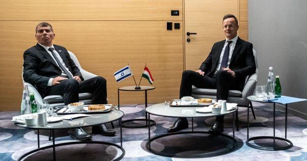 Szíjjártó Izraelben: Természetesen a jövőben is ki fogunk állni izraeli barátaink mellett