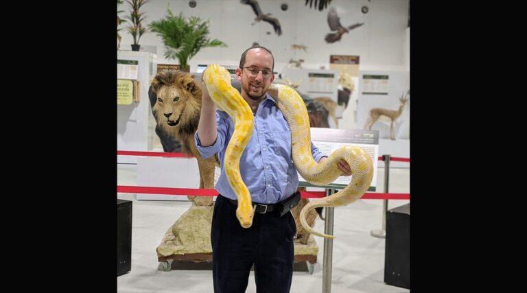 Kidus kígyóvendégekkel