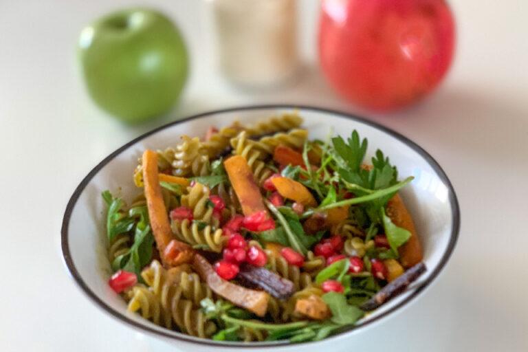 Szivárványszínű gránátalmás saláta