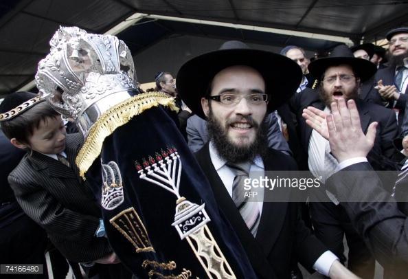 Rabbi Shmuel Kot az új tallinni zsinagóga avatásán