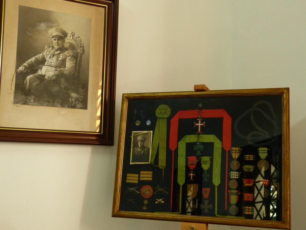 Artur Barros Basto fényképe és kitüntetései a portói zsinagóga múzeumában