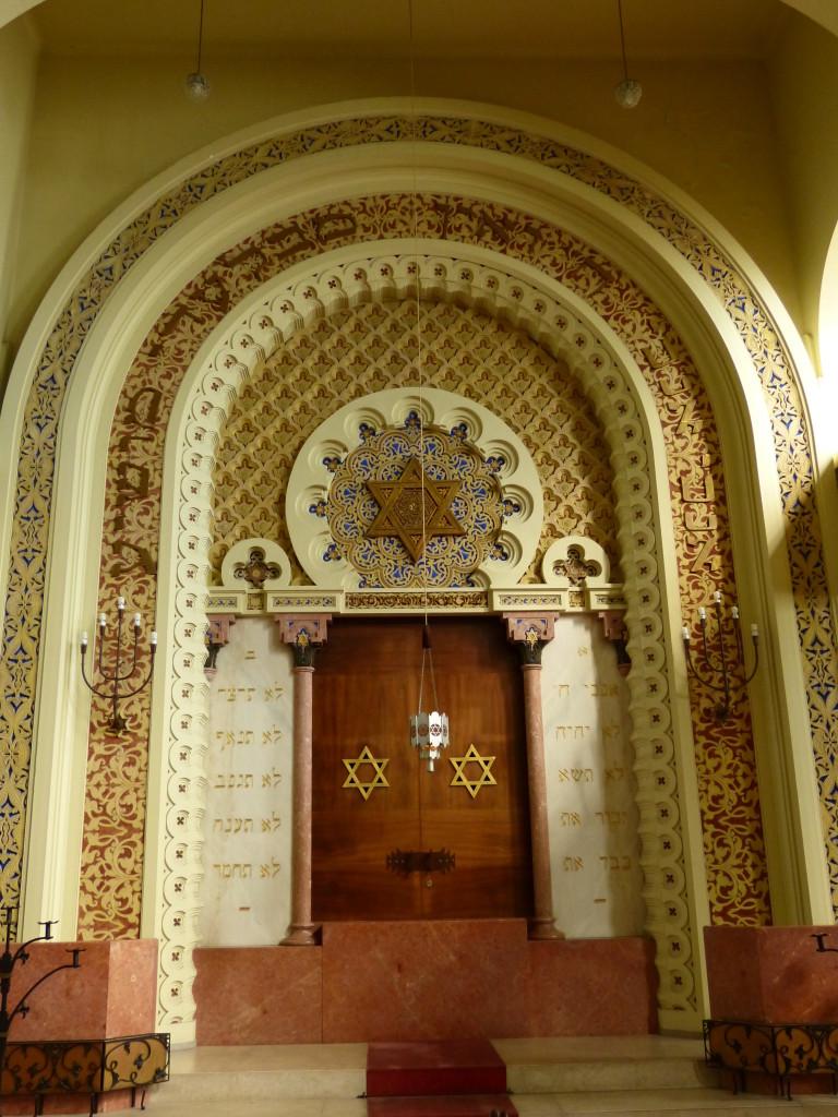 A portói zsinagóga díszes tóraszekrénye
