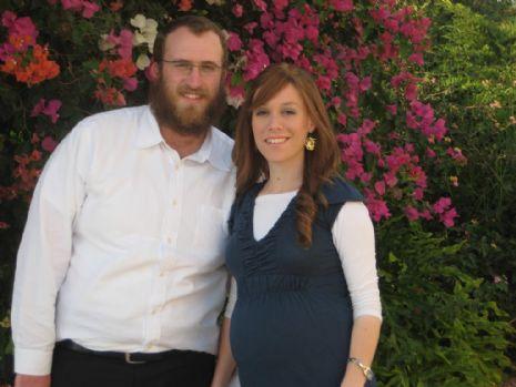 Akiva Kamisser rabbi a feleségével