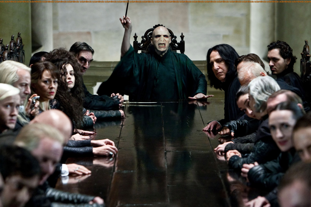Bellatrix-and-Voldemort-with-Death-Eaters-bellatrix-and-lord-voldemort-28197178-2100-1400