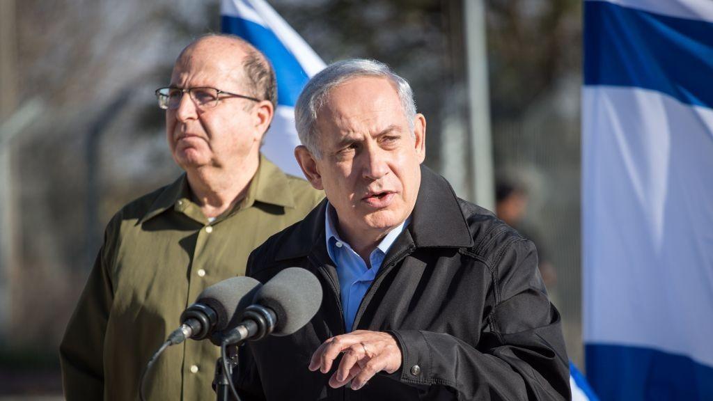 A leköszönő Mose Jáálon és Binjámin Netánjáhu miniszterelnök