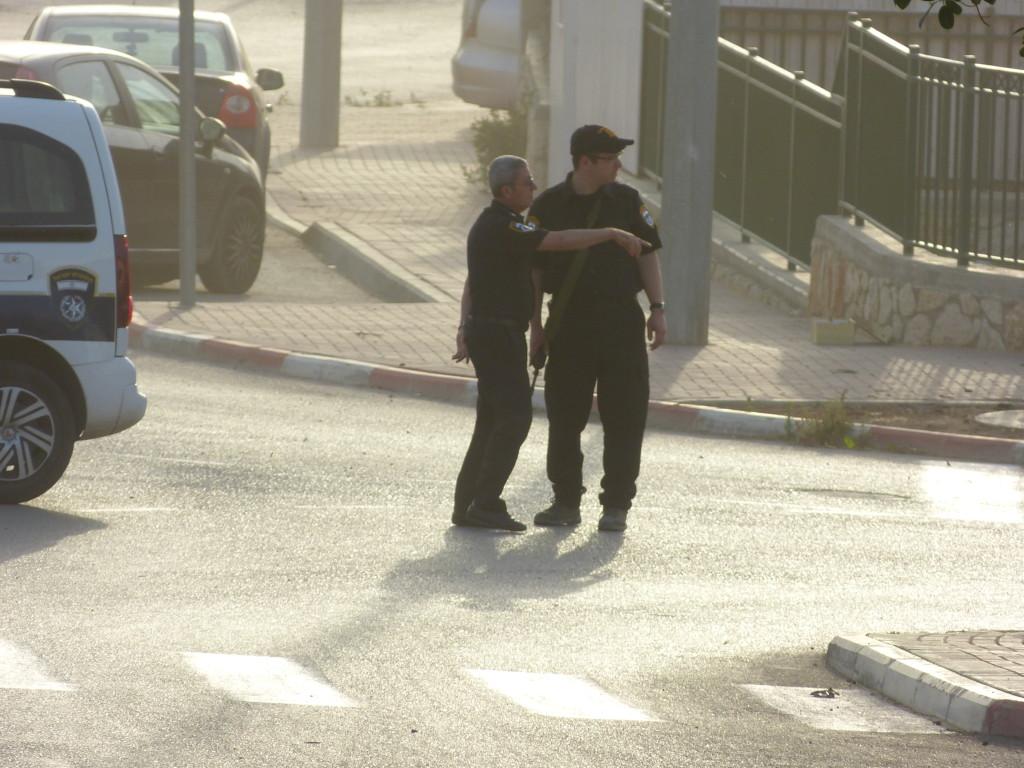 A polgárőrök lezárják az utat