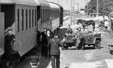1945: Temetni jöttek