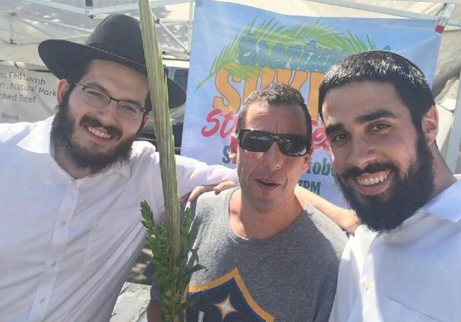 Az utcán mondott szukoti áldást Adam Sandler
