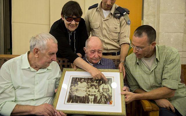 102 évesen találkozott ismeretlen unokaöccsével egy holokauszt túlélő