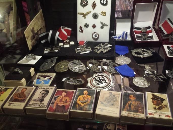 Újra nyomoznak a náci relikviákat árusító bolt ügyében