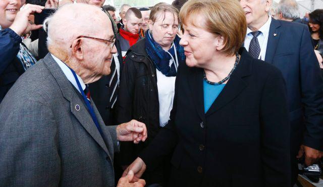 Angela Merkel Dachauban emlékezett az áldozatokra