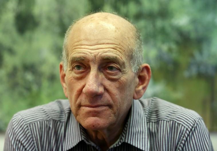 Tony Blair kiáll Ehud Olmert mellett