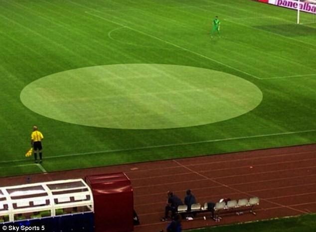 Pályára vésett horogkereszt miatt büntetheti Horvátországot az UEFA