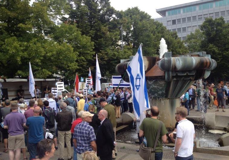 Antiszemita felvonulás Berlinben és Bécsben