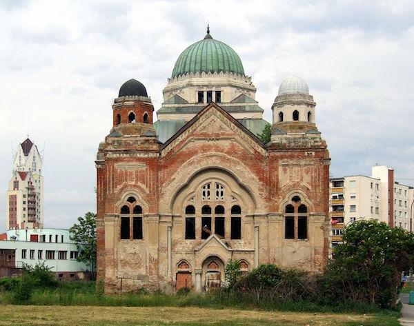 Műtrágyaraktárnak használták a losonci zsinagógát, most felújítják