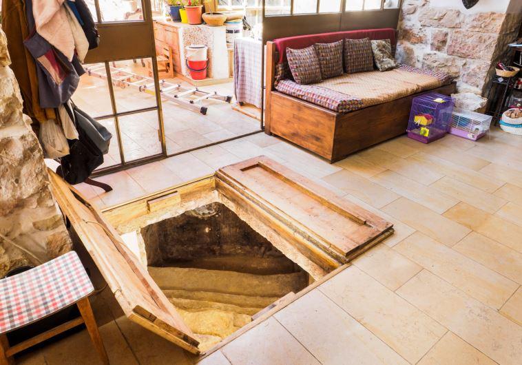 2000 éves mikve a kanapé alatt