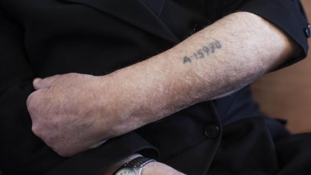 Saját otthonukban verték össze a holland holokauszt-túlélőket