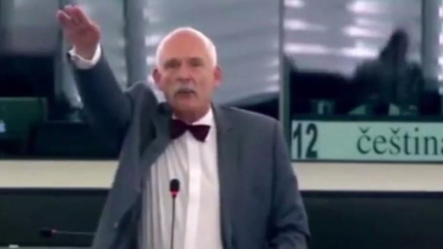 Több ezer euróra büntették a karlendítő EP képviselőket