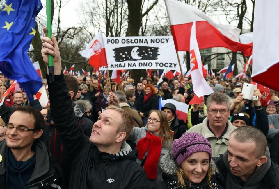 Lengyelországban is sorosoznak