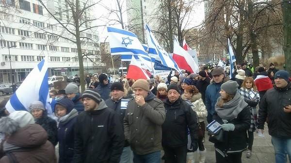 Százak tüntettek Izrael mellett Varsóban