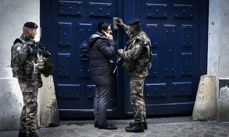 Egyre több muszlim rendőr tagadja meg a zsinagógák őrzését Franciaországban