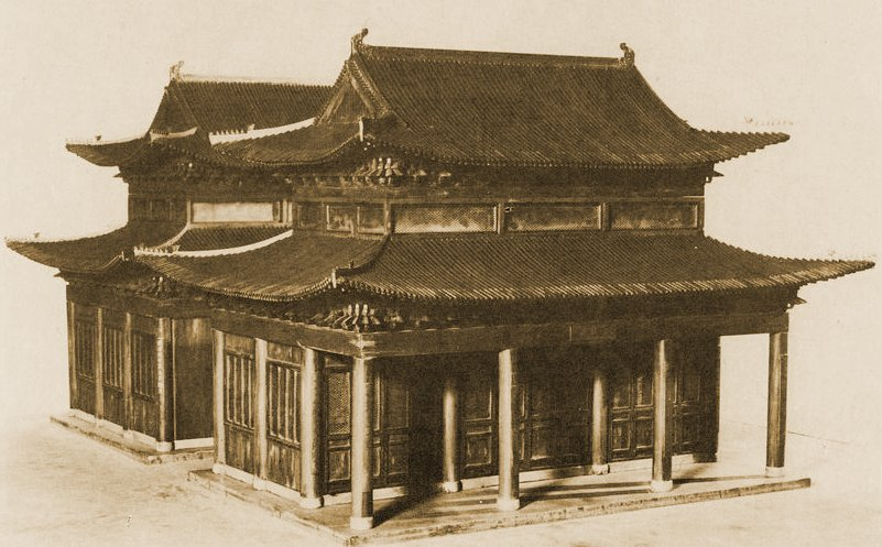 Kaifengben először 1163-ban épült zsinagóga. A XIX. századig többször átépítették, az 1850-es évek egy nagy áradása után azonban nem épült többet újjá. Nyomai még felfedezhetők a helyén emelt épületekben