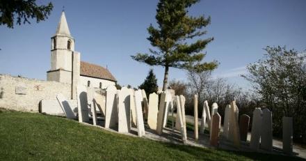 Ismeretlenek megrongálták a balfi nemzeti emlékhely szoboregyüttesét
