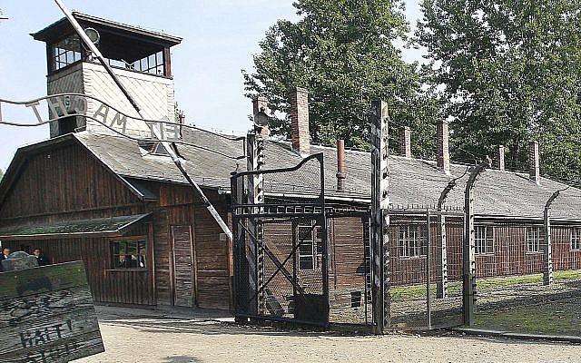 Minek megnézni Auschwitzot? – Kirúgták a lengyel turisztikai hivatal vezetőjét