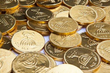 Az ünnep kellékei: Chanukagelt – a hanukai pénz