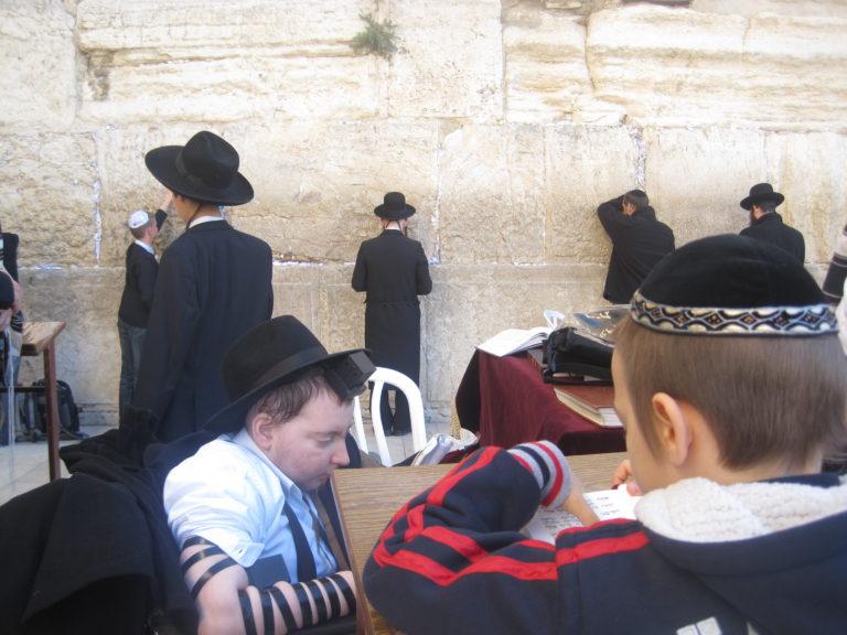 Tényleg Izrael felé vannak tájolva a budapesti zsinagógák? (1. rész)
