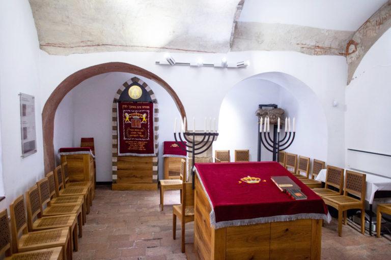 A zsinagóga-építészet háláchái
