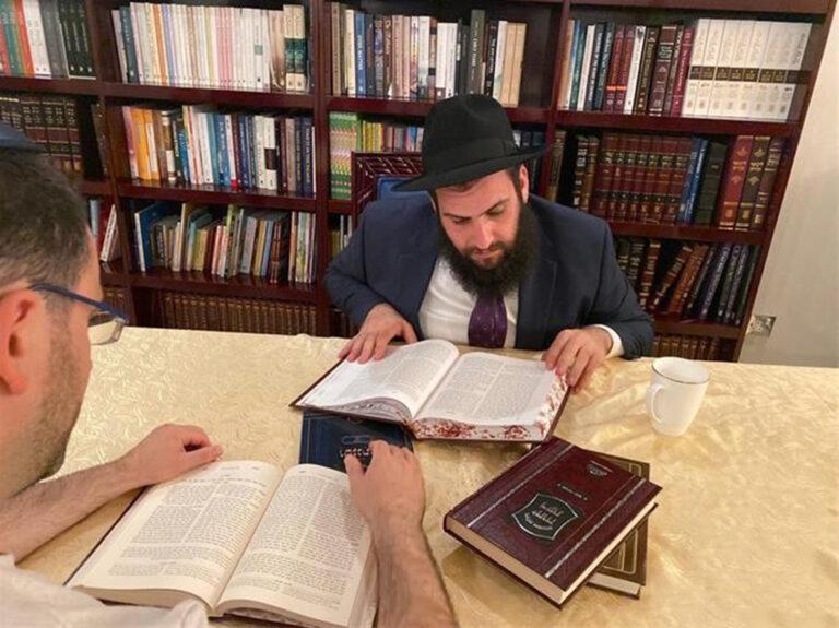 """""""Unokatestvérek vagyunk"""" – Levy Duchman rabbi és az Egyesült Arab Emírségek"""