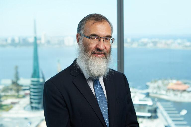 Lubavicsi rabbiból lett legfelső bíró