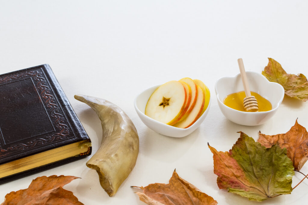 Sófár, imakönyv, méz