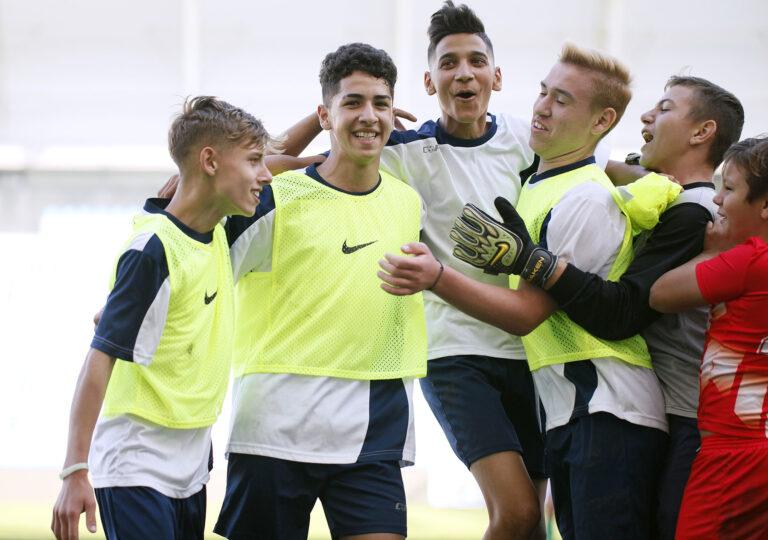 A CEDEK is segített a jövő focistáinak (videó)