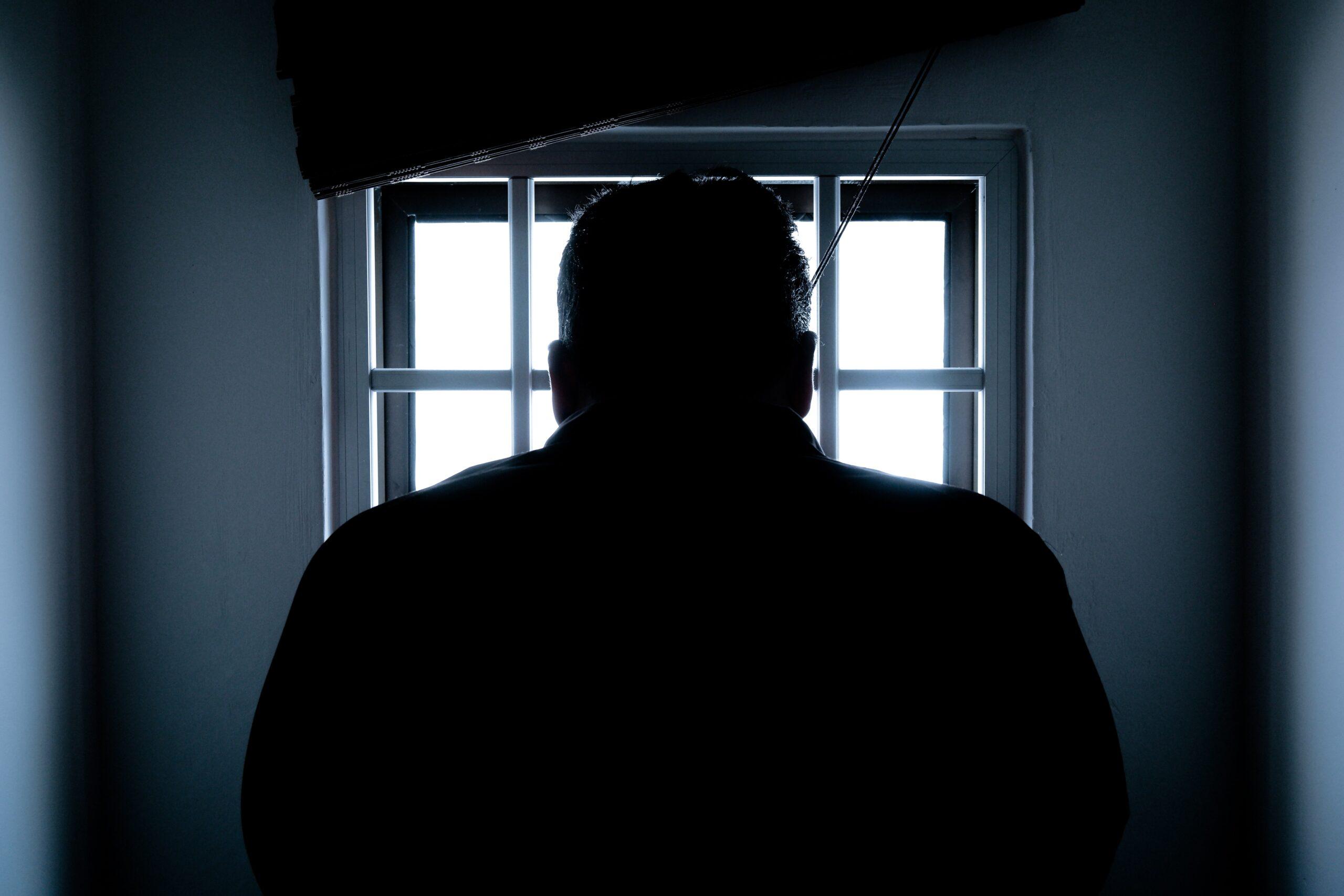 Hazaárulás vádja miatt börtönözték be a rabbit