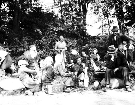 Hontalan zsidók 1941 nyarán (Forrás: Magyar Nemzeti Múzeum Történeti Fényképtára)