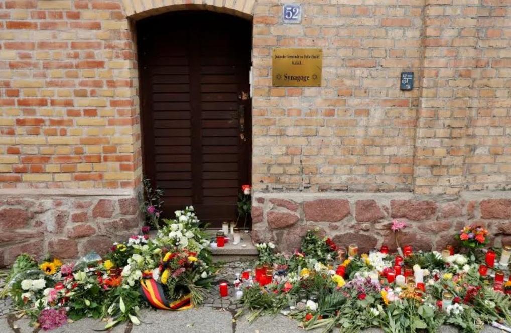Egy emlékmű része lesz a megtámadott zsinagóga ajtaja