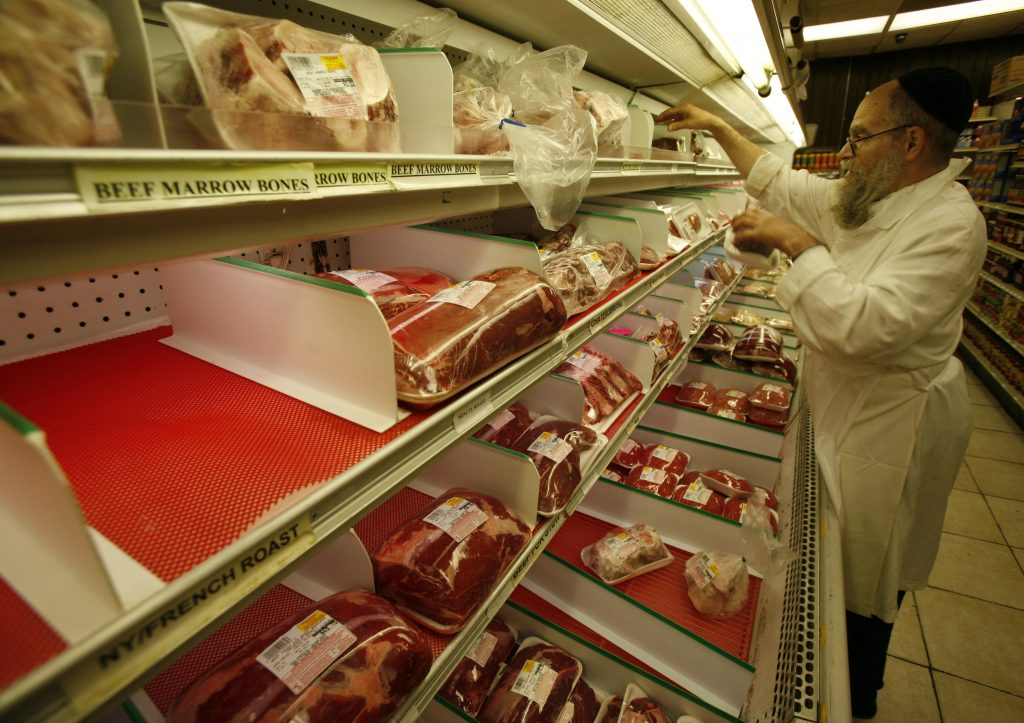 Lengyelország 2025-re beszünteti a kóser és a hálál hús exportját