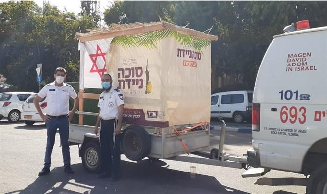 Mobilsátorban ünnepeltek az izraeli mentősök
