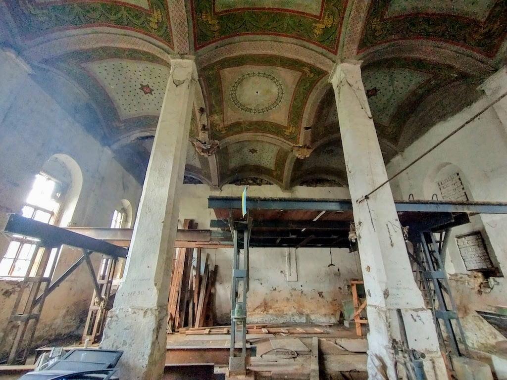 Megmenekülhet egy elhagyott zsinagóga Kárpátalján