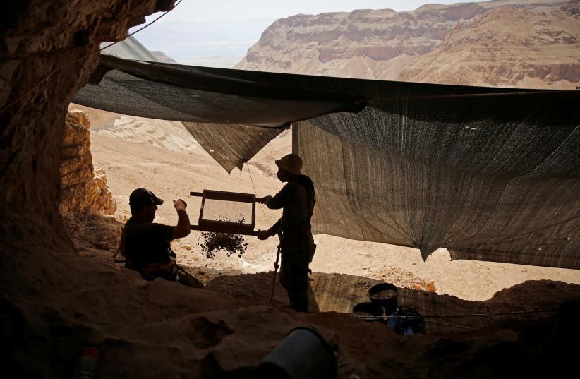 Holt-tengeri tekercsek: kényes titokra derült fény